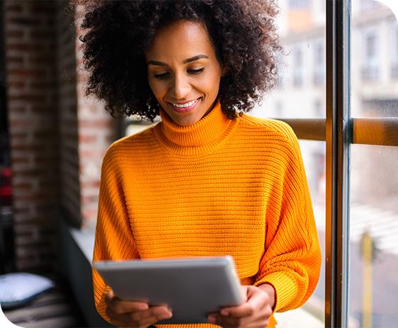 Woman-looking-at-tablet
